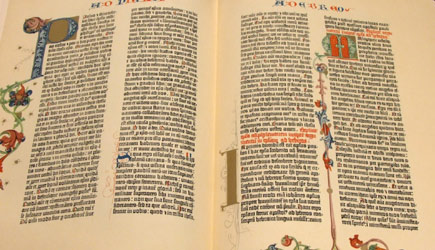 Dvoustrana Gutenbergovy 42řádkové bible z roku 1455
